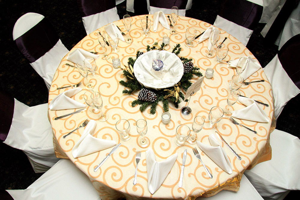 Royale Orleans u2013 PURPLE GOLD AND WHITE TABLE SETTING & White And Gold Table Settings] Best 25 Gold Table Settings Ideas On ...